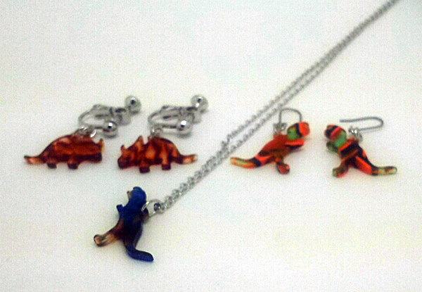 恐竜型アクセサリー(ピアス・イヤリング・ネックレス)